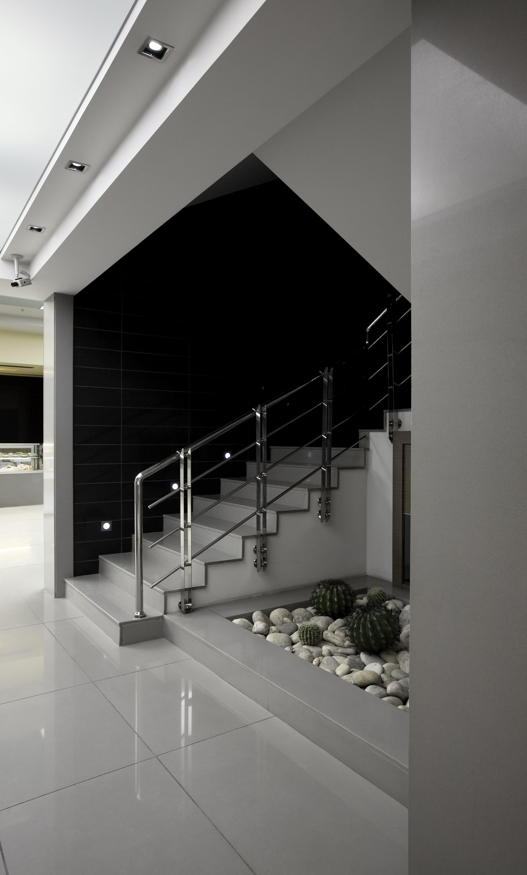 betontreppe fliesen elegant auf einer betontreppe kann nahezu jeder belag verlegt werden ob. Black Bedroom Furniture Sets. Home Design Ideas